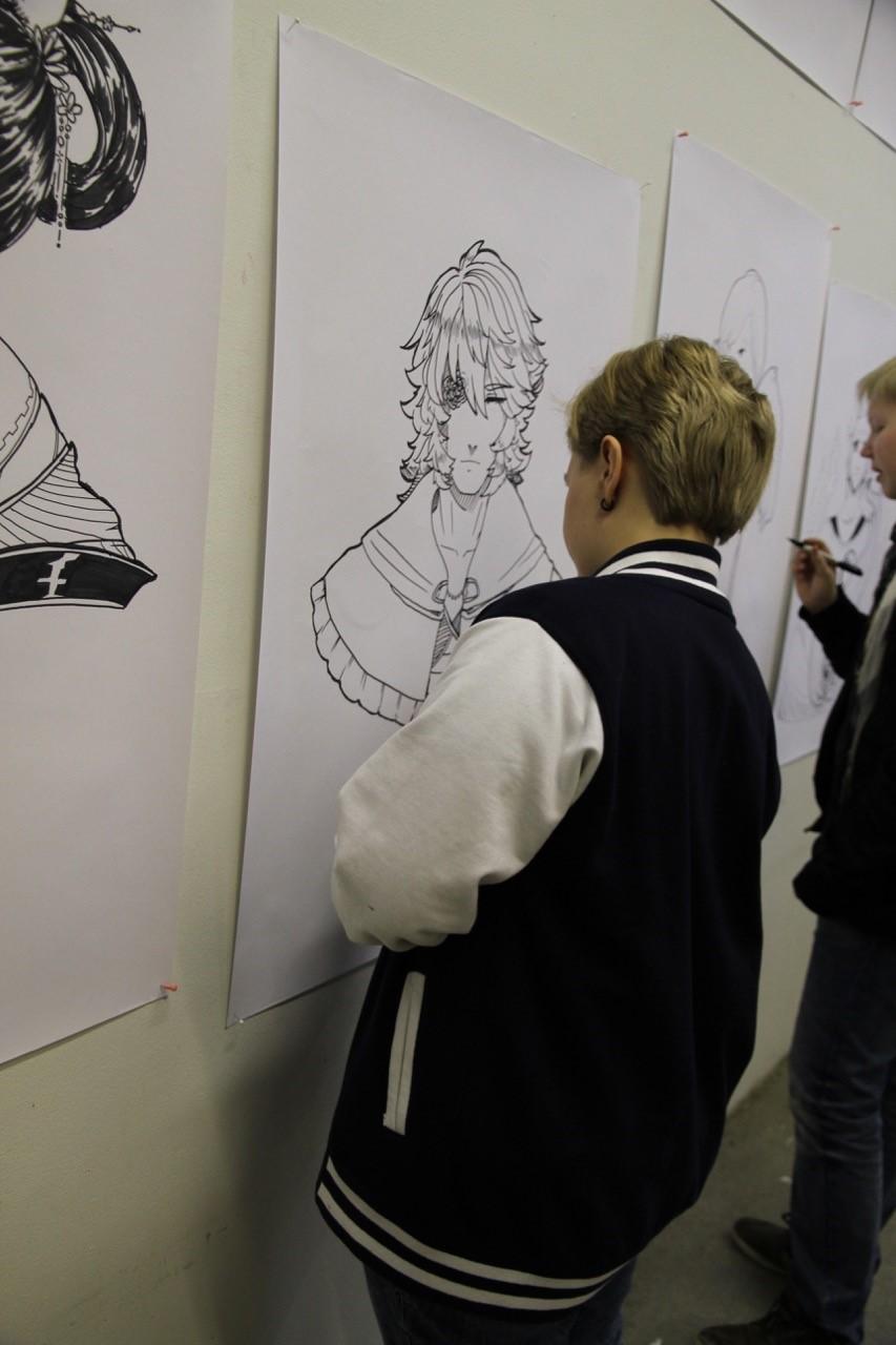 Piirrospajassa piirrettiin myös isoja manga-kuvia seinälle