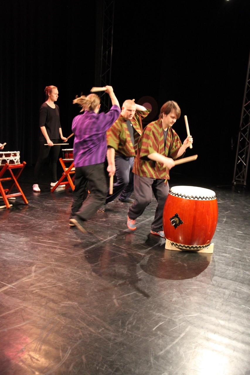 Espoon musiikkiopiston taiko-ryhmä vauhdissa